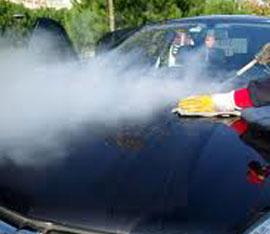 pulire auto con scopa vapore